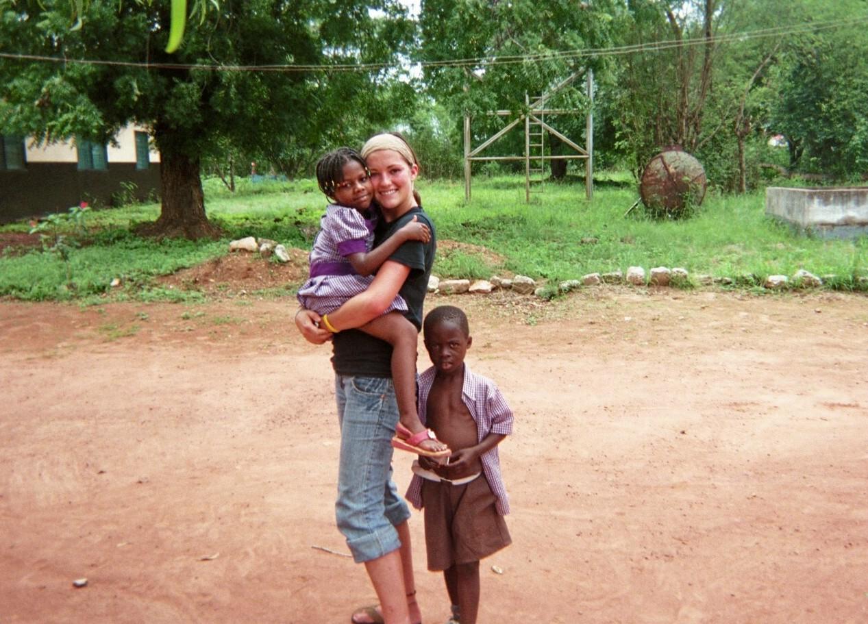Lindsey Elliott Ghana Hugs