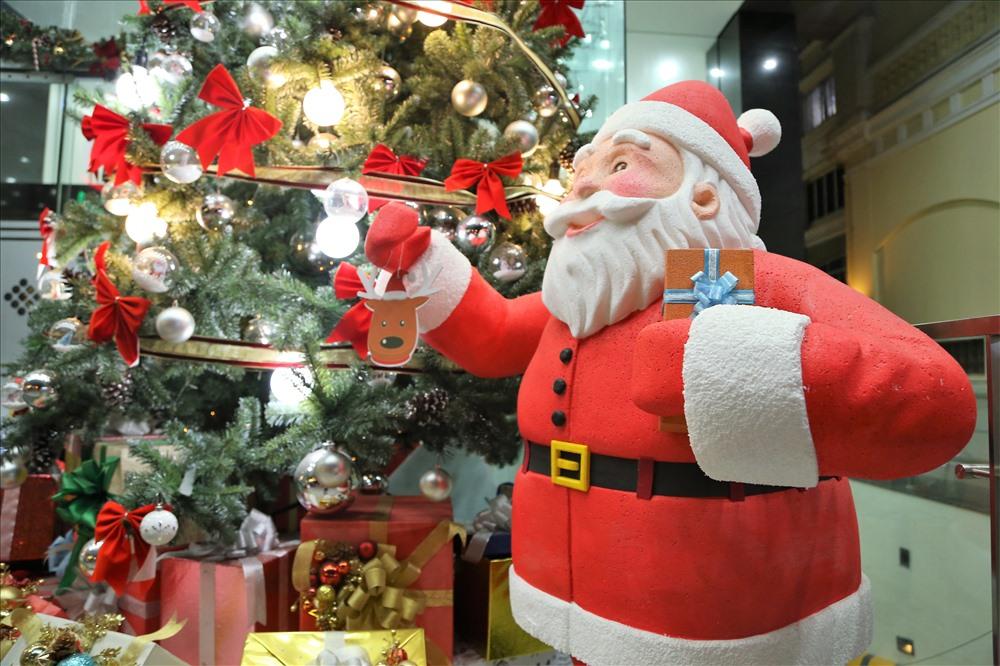 Vietnam Xmas Santa Claus